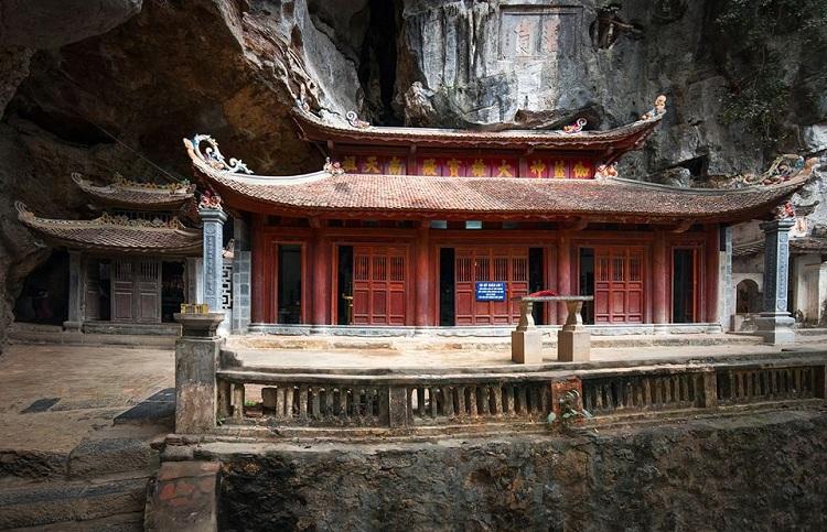 Pagoda media en Bich Dong Ninh Binh