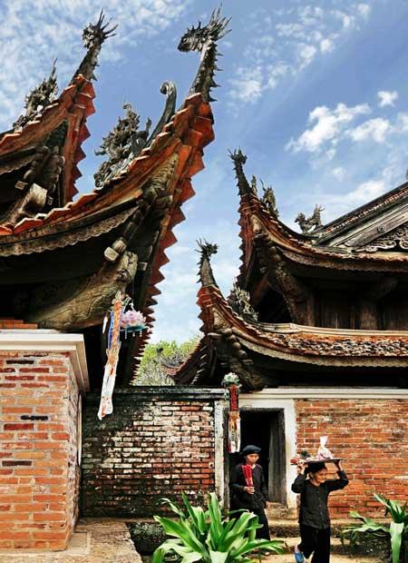 Pasillo en la pagoda de tay phuong hanoi