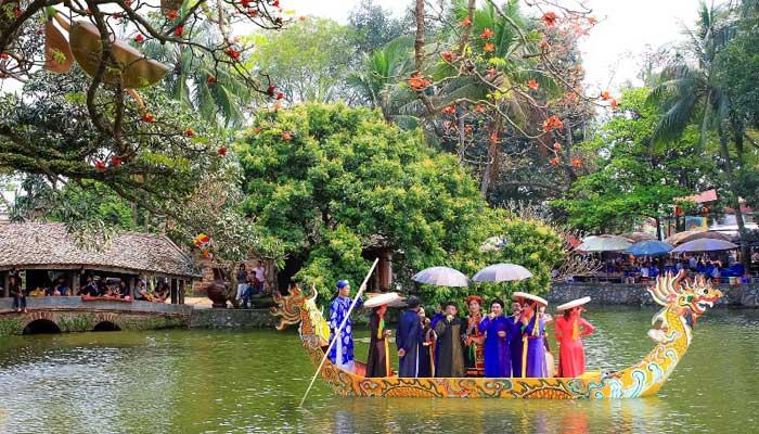 Fiesta tradicional en la pagoda Thay en los alrededores de Hanoi