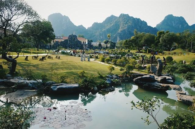 Paisaje exterior del monasterio de Chau Son en Ninh Binh
