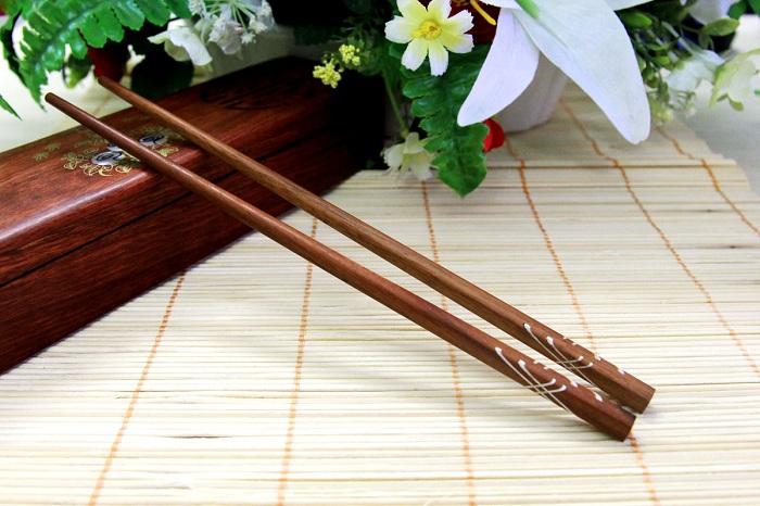 Palillos en la cultura vietnamita madera