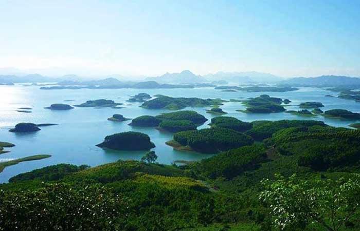 Panorama del lago Thac Ba Vietnam