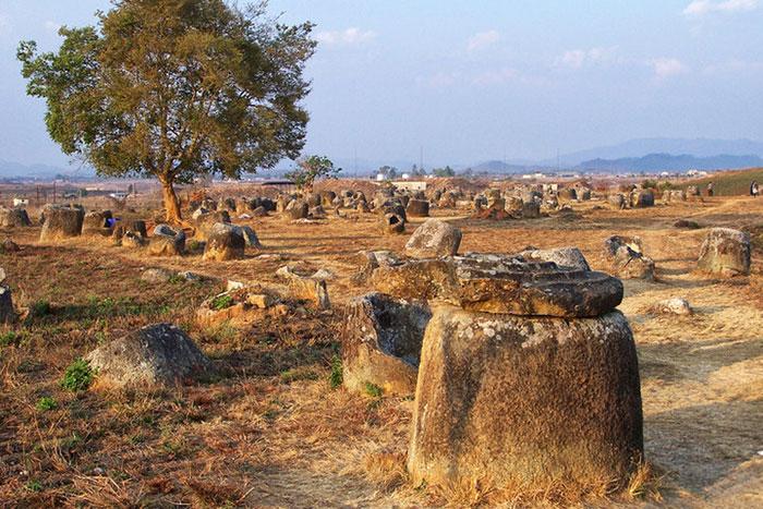Páramo de tinajas en Laos