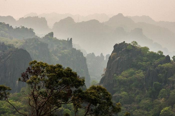 Parque Nacional Phou Hin Boun en Laos