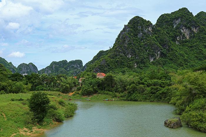 Paseo por el campo del Parque Nacional Phong Nha Ke Bang