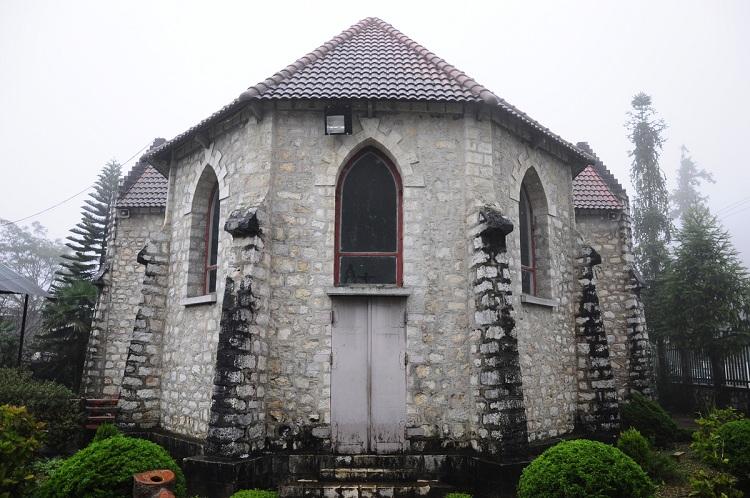 Parte posterior de la Iglesia de piedra de Sapa