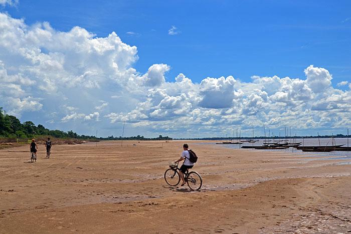 Paseo en bicicleta en el sur de Laos