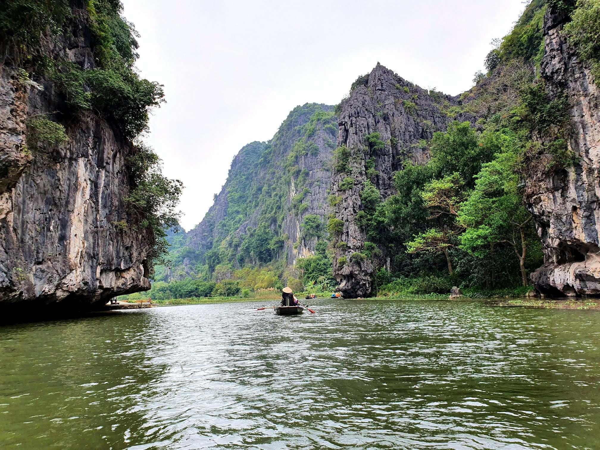 Paseo en bote en Tam Coc en NInh Binh
