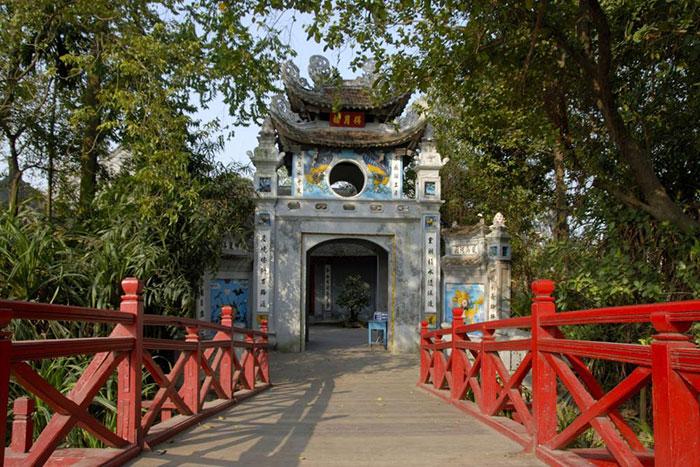 El templo ngoc son en el lago hoan kiem