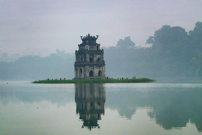 Torre de la tortuga en el lago hoan kiem