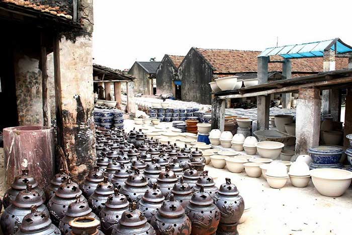 Un pueblo ceramica cerca de hanoi