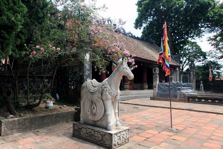 Estatua en el templo del rey Dinh en Hoa Lu