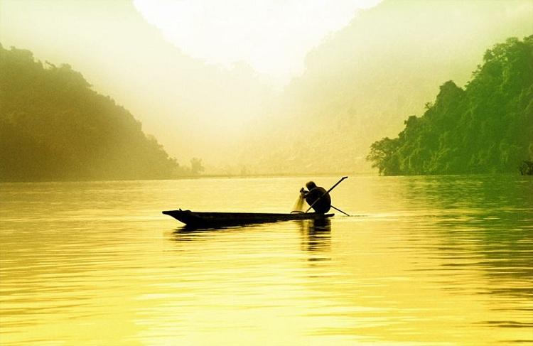 Pescador en el lago ba be
