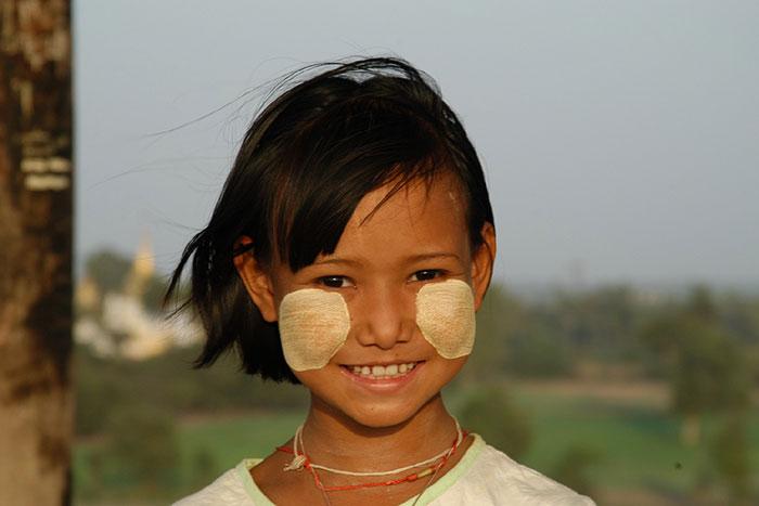 Poblacion de Myanmar nina birmana