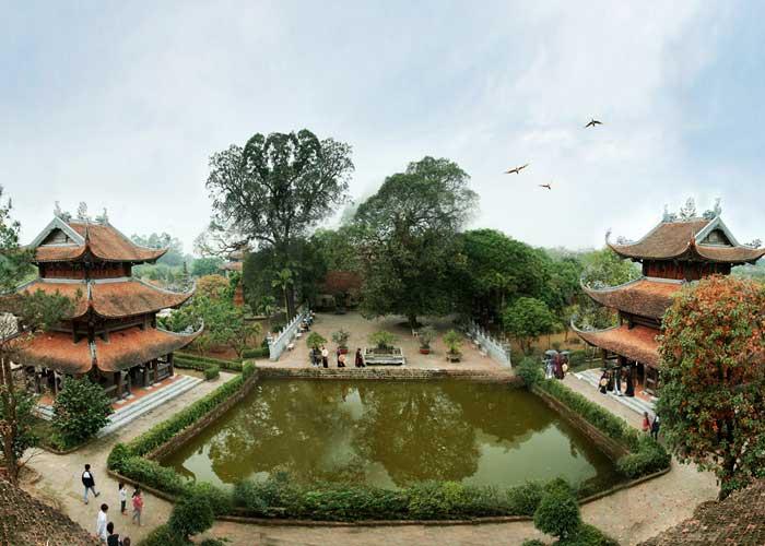 Pagoda en el antiguo pueblo Nom cerca de Hanoi