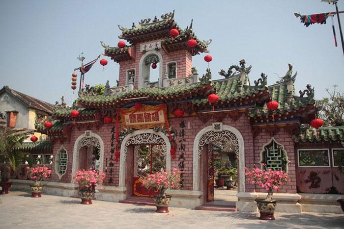 Portico de la casa comunal fujian en Hoi An