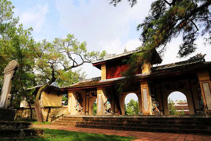 Portico de la pagoda Thien Mu en Hue