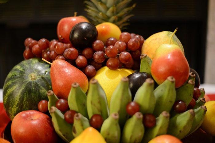 Bandeja de frutas del Tet ano nuevo vietnamita