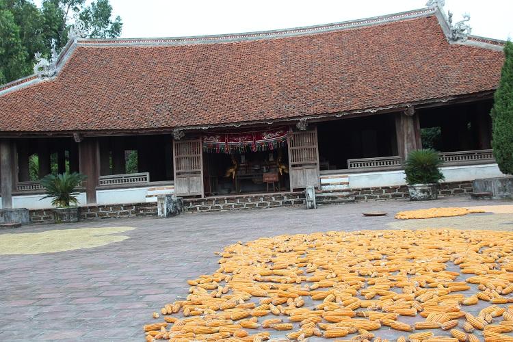 Casa comunal en el pueblo Duong Lam en Hanoi