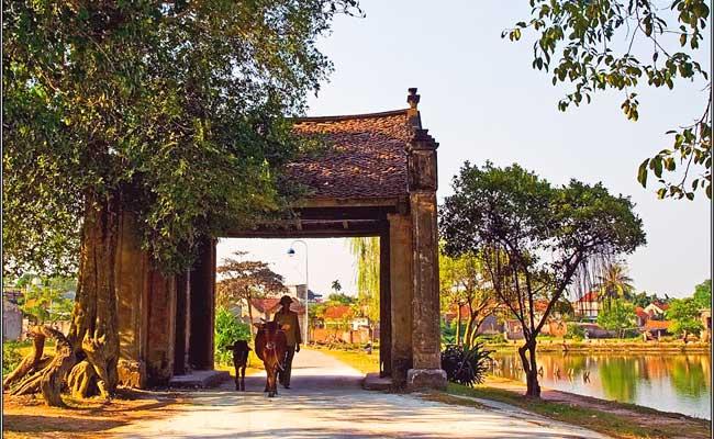 Portico de entrada al pueblo de duong lam cerca de hanoi