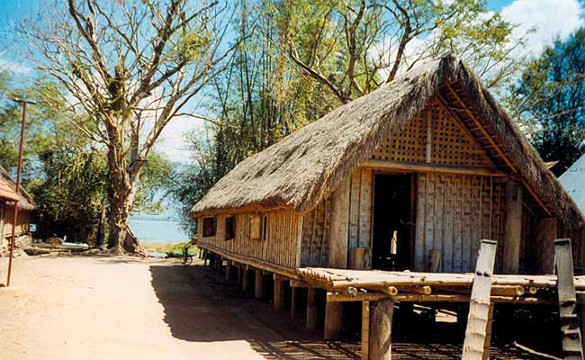 Casa tipica de los Mnong en Dak Lak