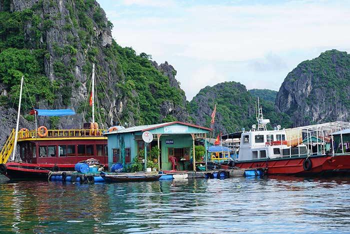 Pueblo flotante en la Bahia de Halong