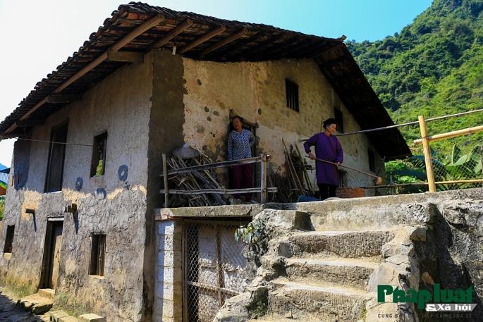 Gente local en el pueblo Khuoi Ky en Cao Bang