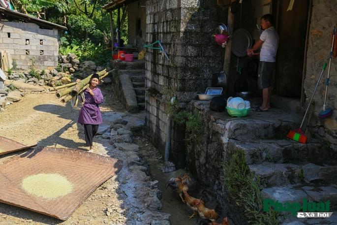 Lugarenos en el pueblo de Khuoi Ky en Cao Bang