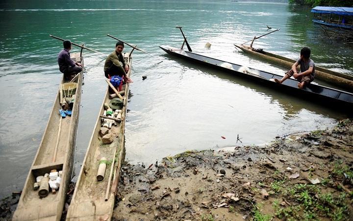 Pescadores del pueblo Pac Ngoi Lago Ba Be