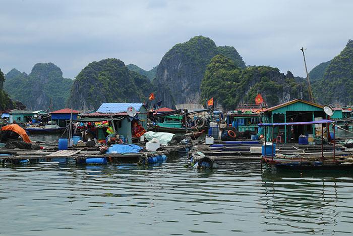 pueblos-flotantes-en-la-bahia-de-halong