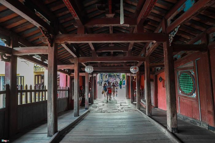 Interior del puente de japones en Hoi An
