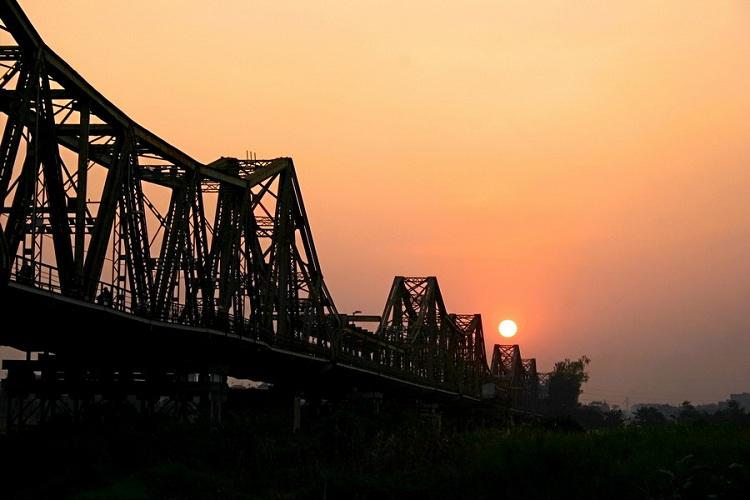 Puente Long Bien el el barrio de Hanoi