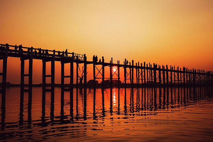 Puente U Bein en Mandalay Birmania