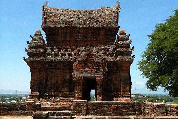 Puerta del templo cham Po Klong Garai