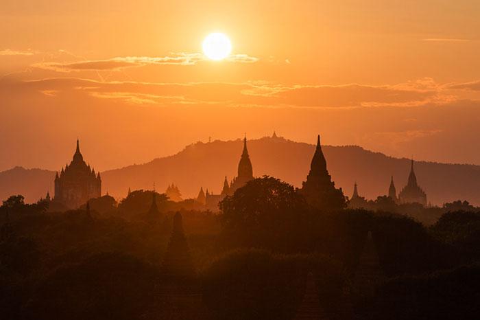 Puesta del sol en Bagan Myanmar