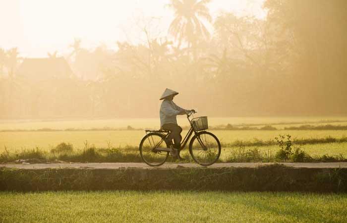 Puesta del sol en el pueblo de Tra Que