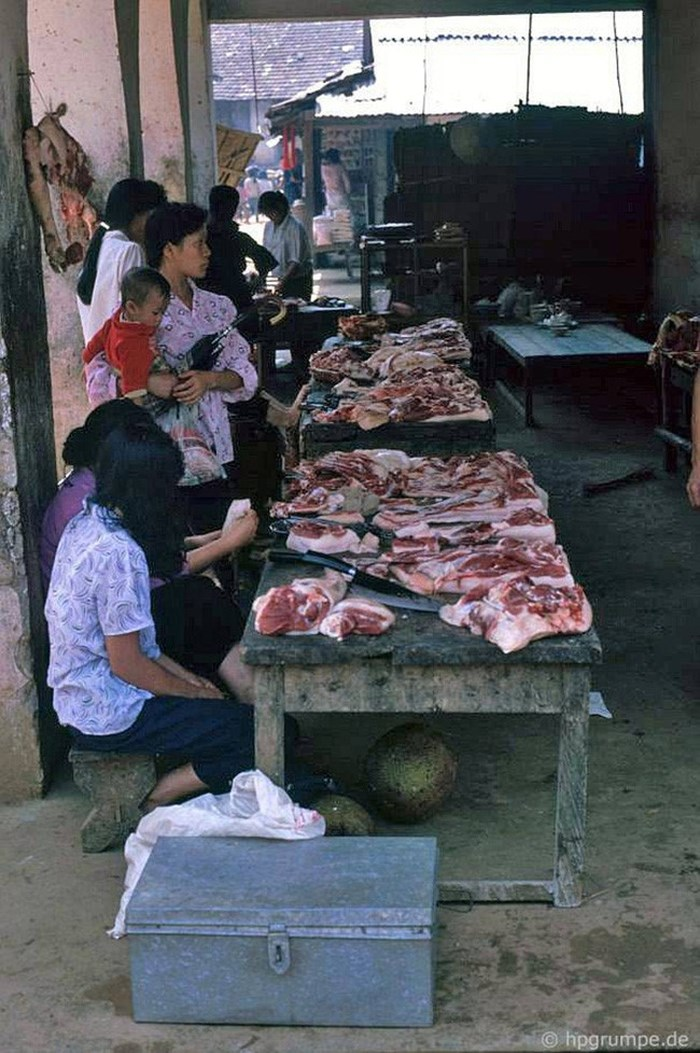 Puesto de venta de carne en el mercado de Sapa