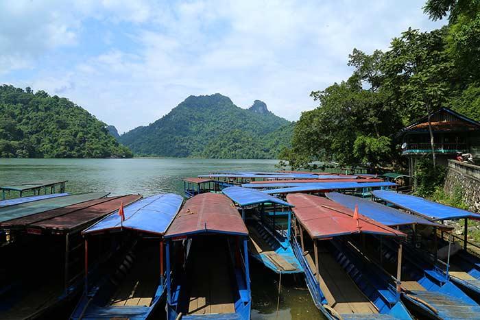 Embarcadero en el lago Ba Be Vietnam