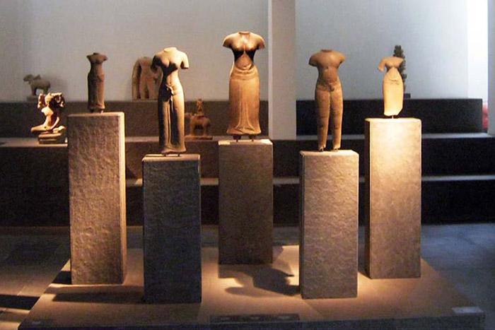 Museo de arte cham en Danang Vietnam estatuas de tierra cocida
