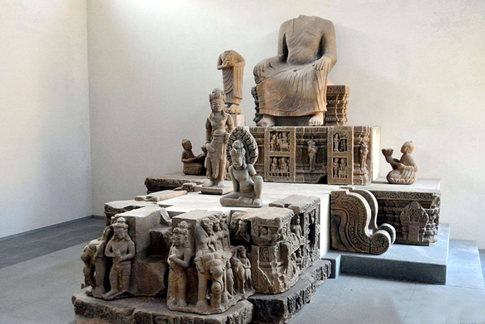 Museo de arte cham en Danang Vietnam estatuta busa sin cabeza