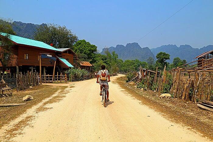 recorrido en bicicleta en parque nacional phou hin boun laos