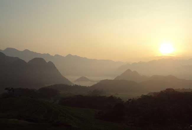 Amanecer en la Reserva Natural de Pu Luon