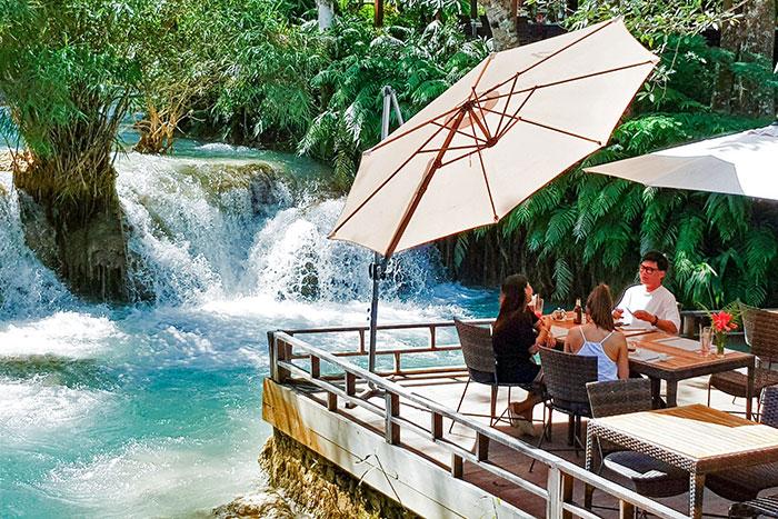 Restaurante Carpe Diem en las cataratas de Kuang Si Laos