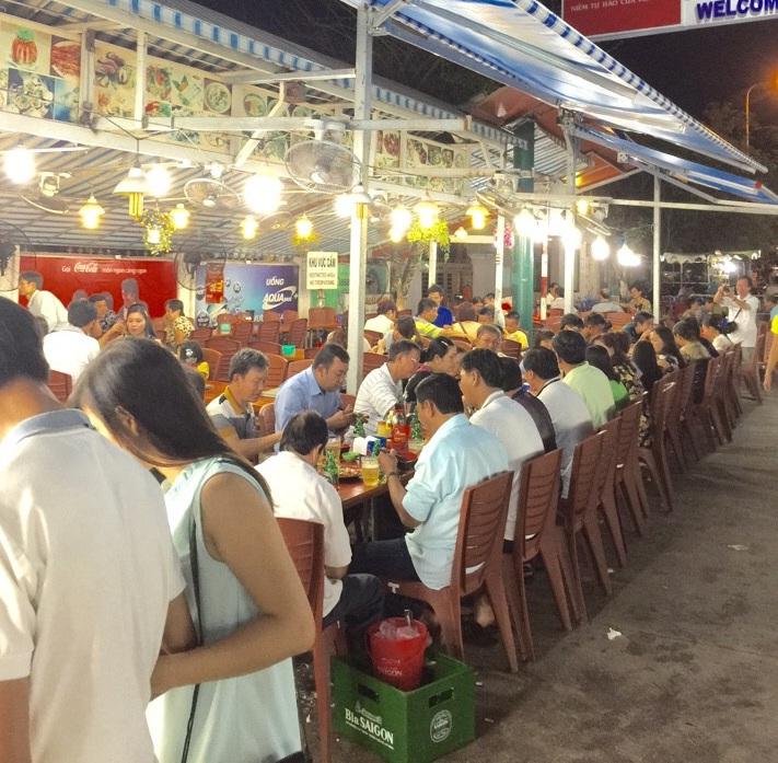Restaurante en la playa Sao en Phu Quoc