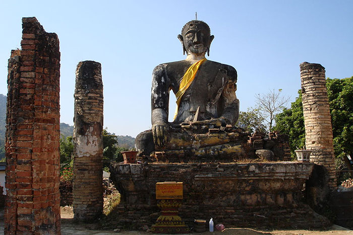 Restos de la estatua de Buda en Xieng Khouang Laos