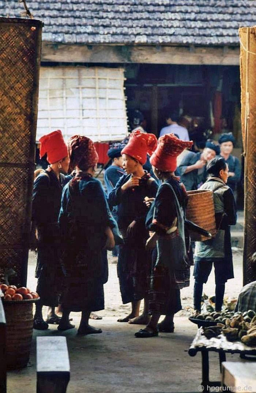 Reunion de mujeres en el pueblo de Sapa de los años 90