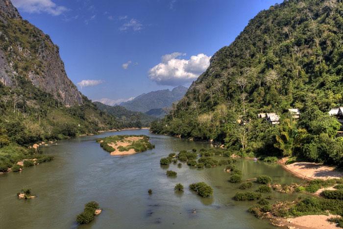 El rio Nam Ou en Nong Khiaw