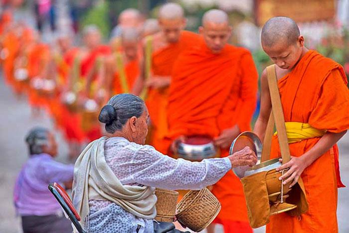 Ritual oficial de Tak Bat en Laung Prabang