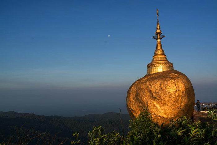 Roca de oro del budismo en Myanmar