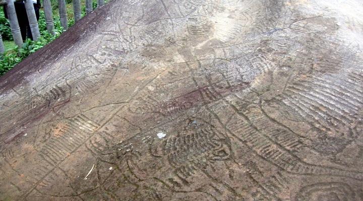 Rocas antigua en el valle de muong hoa